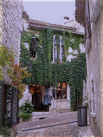 A storefront with ivy - Saint-Paul de Vence, Alpes-Maritimes department, France. (Photo credit: Wikipedia)